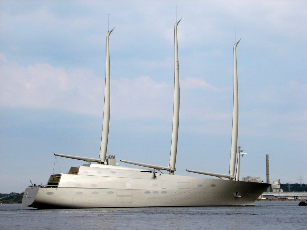 Sailing_Yacht_A,_starboard.jpg