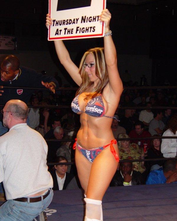 Thursday-Night-Fights-Ring-Girl-2.thumb.jpg.dbb505862b7b85babfca9efc50eeea98.jpg
