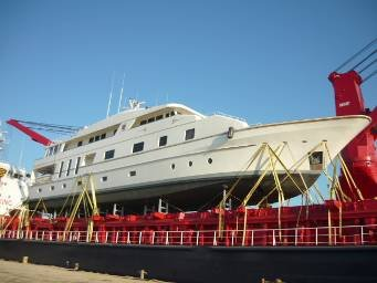 yacht-on-deck.jpg.6477bae1cfc65c1d80cca640f78bc672.jpg