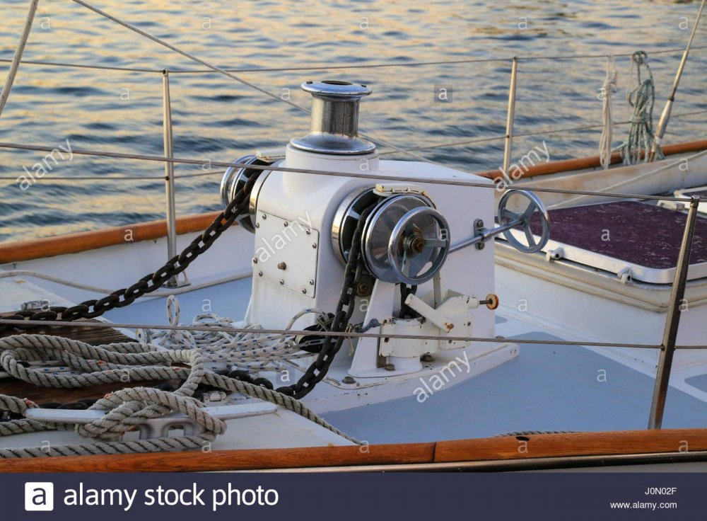 anchor-windlass-on-schooner-heron-of-solomons-island-md-J0N02F.jpg