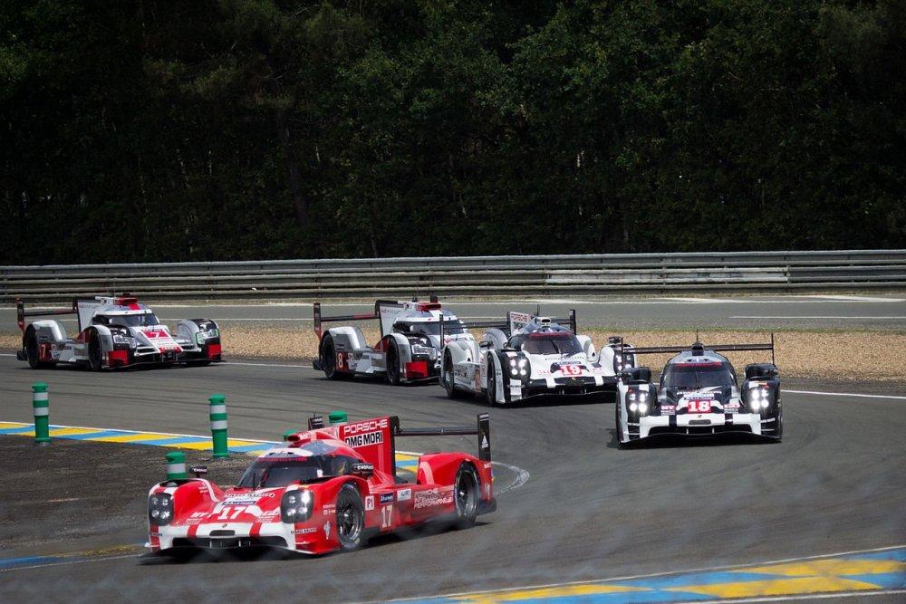 Porsche_919_Hybrid_-_Audi_R18_e-tron_quattro_(18866096545).thumb.jpg.f753faab64f1498477ae65c94944d506.jpg