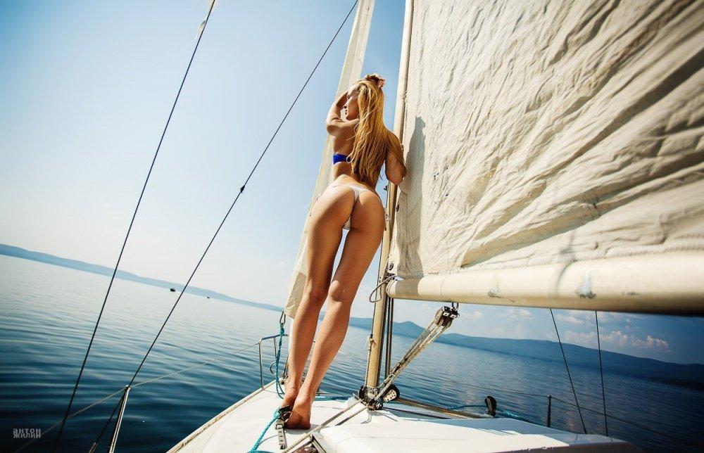 women_model_blonde_women_outdoors_ass_yacht_bikini_back-371554.thumb.jpg.e767af12879412866834a479f744fed1.jpg