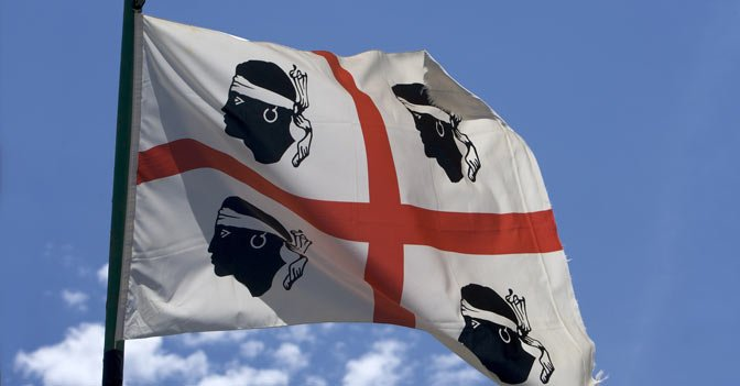 bandiera-sardegna-672.jpg.4f084d7b5588c687a419abbb07278b8a.jpg