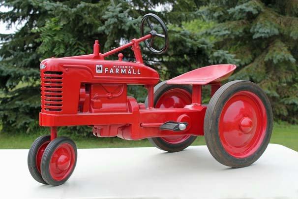 17.-Tabor-Tractors-Farmall-Pedal-Tractor.jpg.0aa1605c69439442708090f122cfd2b7.jpg