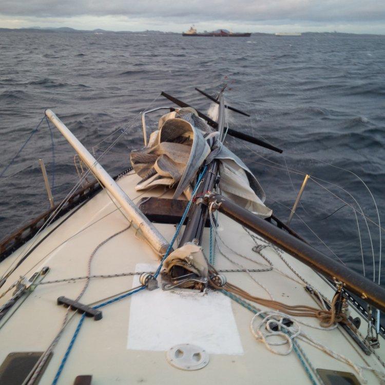 25 Broken Mast.jpg