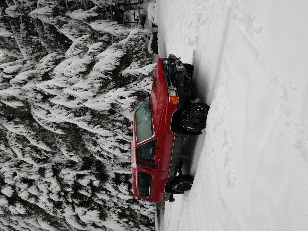 Snowtruck.thumb.jpg.0c7f9777fa62b6e8693a3438aa126e7b.jpg