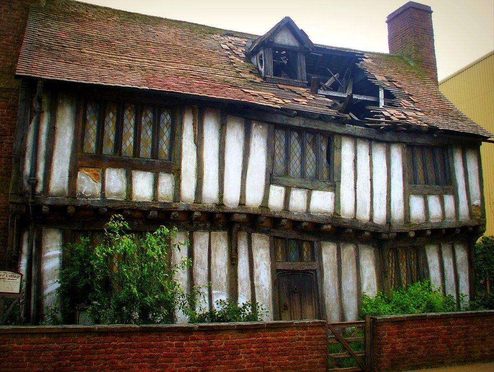 1280px-Potter's_cottage,_Godric's_Hollow.jpg