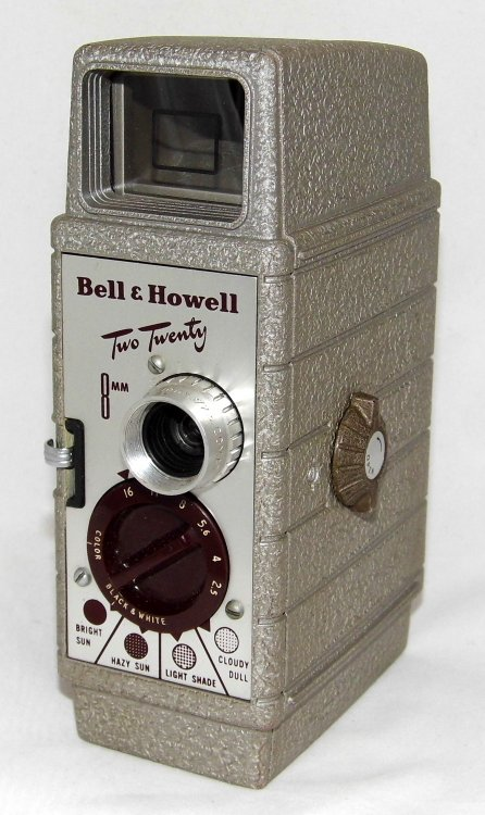 Vintage_Bell_&_Howell_Two_Twenty_8mm_Movie_Camera,_Made_In_USA,_Circa_1950s_(19834658613).jpg
