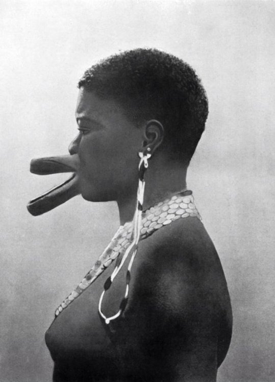 african-women-with-traditional-lip-plates-3.jpg