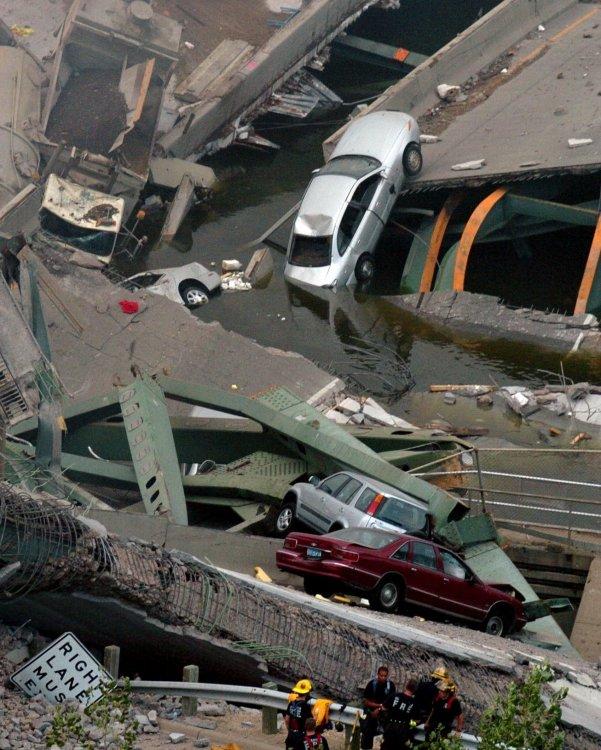 eee21b-20170726-bridge-collapse-2007-011.jpg