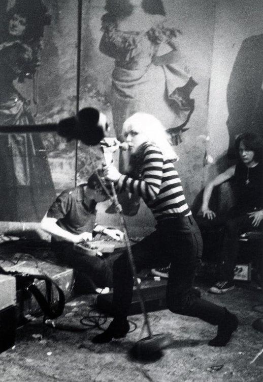 Blondie-CBGB-1977-©-GODLIS-.jpg