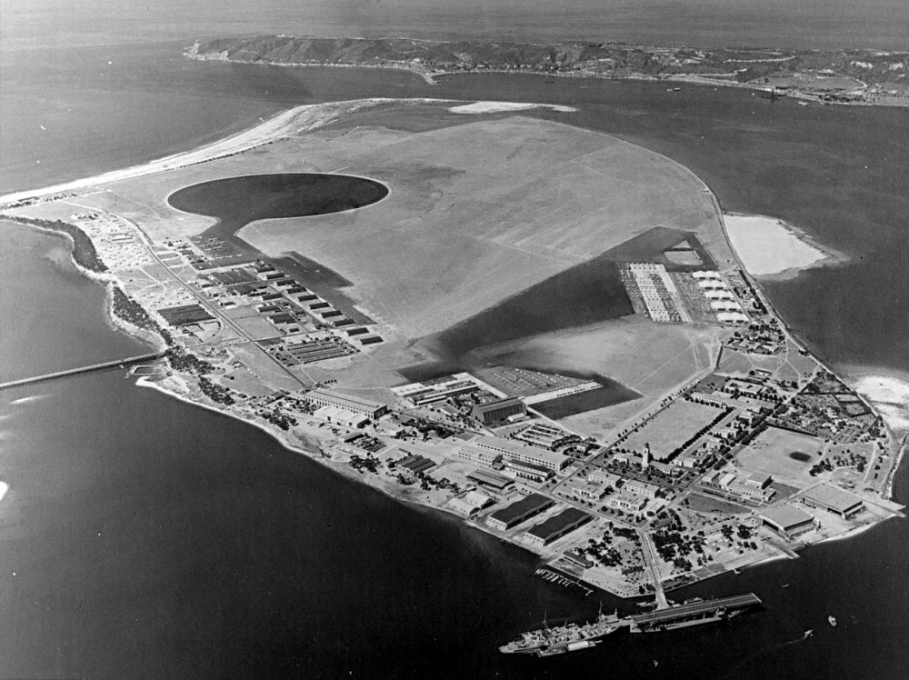 1280px-Aerial_view_of_North_Island,_San_Diego_circa_in_the_late_1920s.jpeg