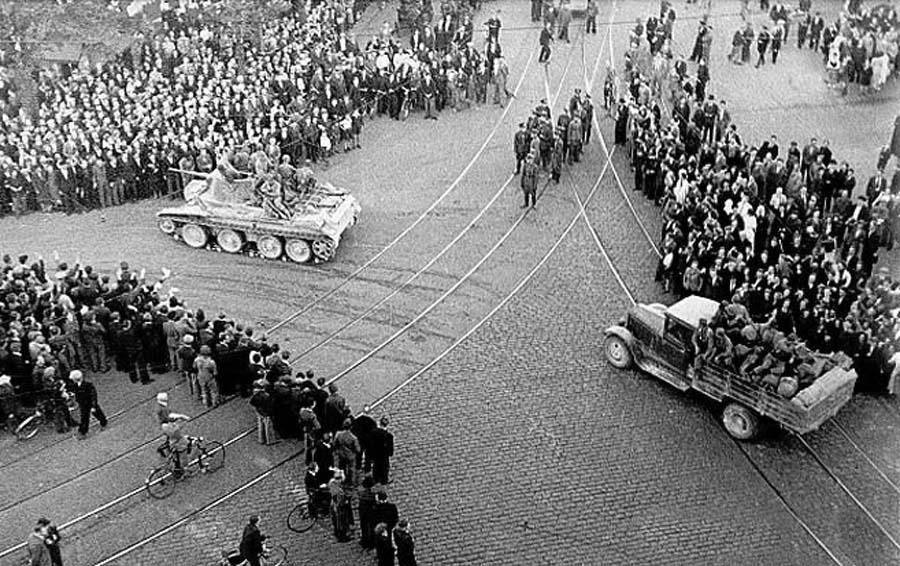 Riga_1940_Soviet_Army.jpg