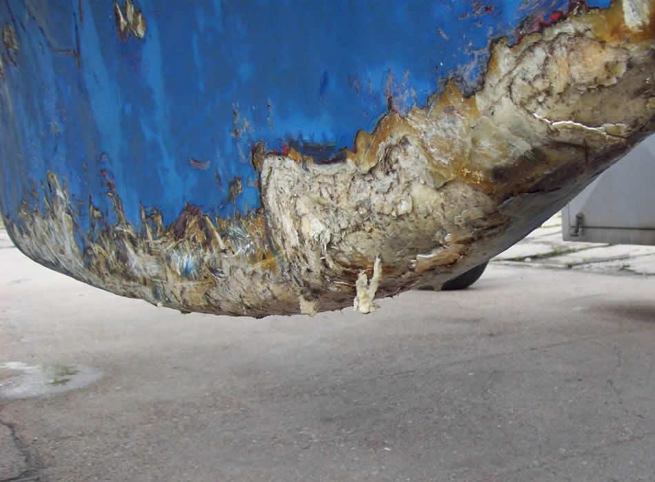 hull_damage_01.jpg.10b72f98af0b6662184a451462e663af.jpg