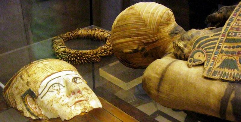 louvre-mummy-mask-by-ritournelle-800-2x1.jpg