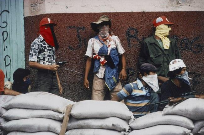 meiselas-muchachos-await-counter-attack-web.jpg