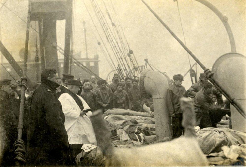 titanic-burial-photo.jpg