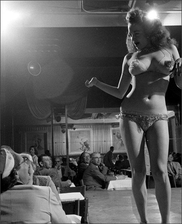 vintage-men-staring-women-17.jpg