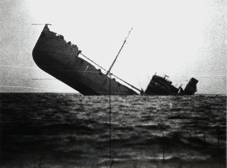 wwii-japanese-ship-sinking-historic-image.jpg