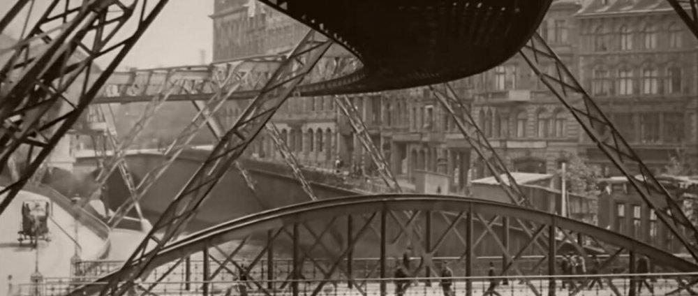 flying-train-wuppertal-schwebebahn-germany-1902-monovisions-11-1040x440.jpg