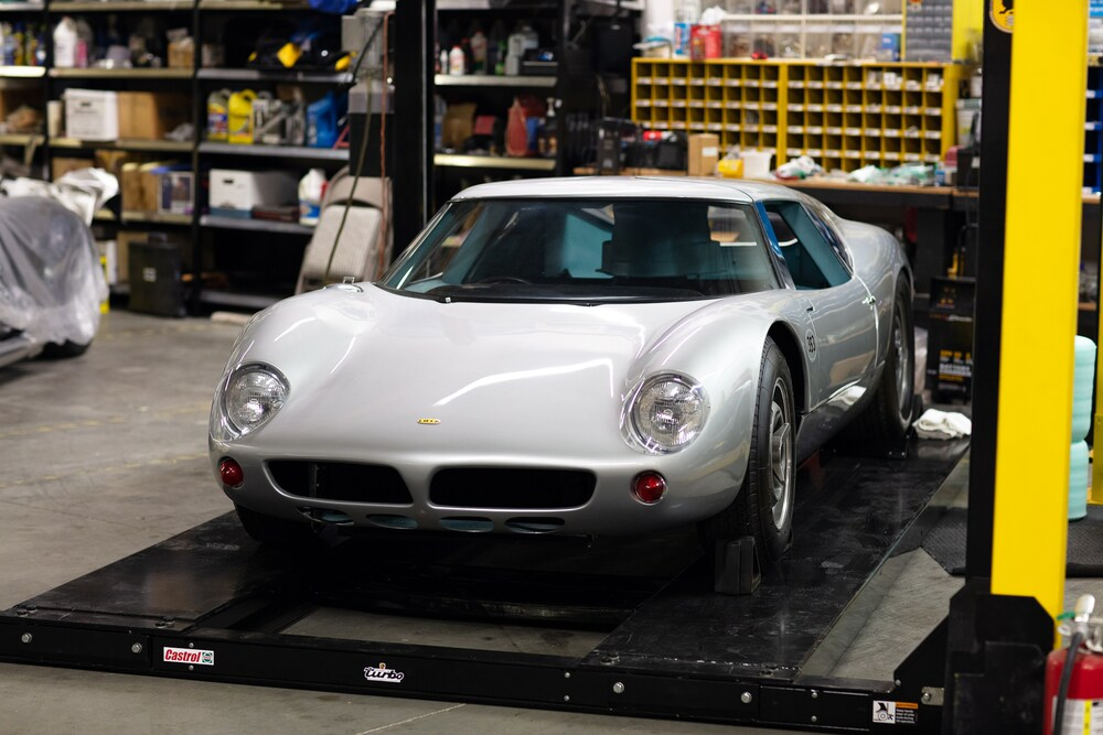 001-1963-Lola-MK6-GT.jpg.d03cf03e51fbe80b0346891e89bc16b9.jpg